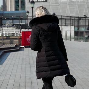 #开年红搭配推荐款#艾莱依2018冬季新品专柜同款大毛领温暖修身大衣羽绒服601801143